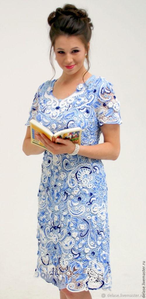 """Модели. Платье """"Гжель"""", связанное крючком."""
